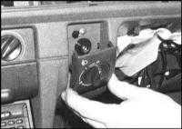 14.8 Регулировка направления оптической оси головных фар - общая информация и замена механизма регулятора