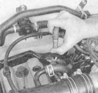 3.23 Проверка и замена клапана системы управляемой вентиляции картера (PCV) (при соответствующей комплектации автомобиля)