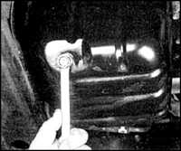 2.8 Уровень жидкости в системе гидропривода рулевого управления