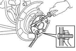 3.4.9.1 Замена болта ступицы заднего колеса Toyota Camry