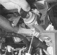 14.9 Замена выключателя зажигания и замка блокировки рулевой колонки