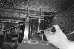 11.3.5 Снятие и установка брызговиков задних колес