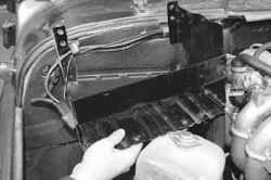 11.9 Снятие и установка полки аккумуляторной батареи УАЗ 31519
