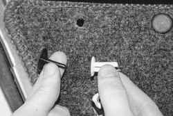 11.11.5 Снятие и установка обивки двери УАЗ 31519