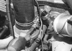 5.18.5 Снятие и установка термостата
