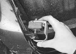 5.19.7 Замена подушки подвески системы выпуска отработавших газов УАЗ 31519