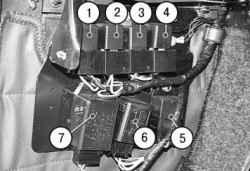10.3.3 Замена реле в блоке реле