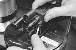 5.21.2 Снятие, установка и проверка клапана продувки адсорбера УАЗ 31519