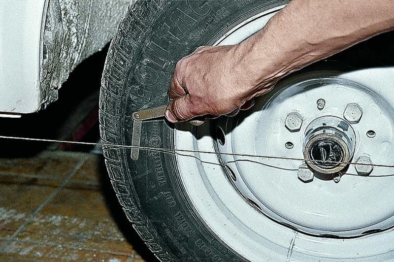 Фото №26 - регулировка схождения колес 2110