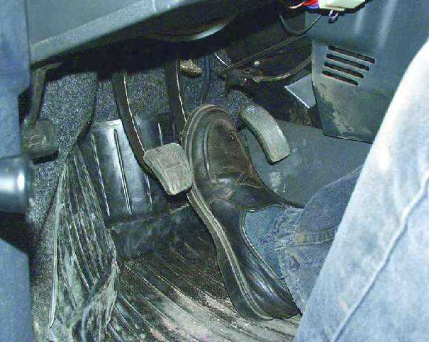 Фото №17 - упал уровень тормозной жидкости ВАЗ 2110