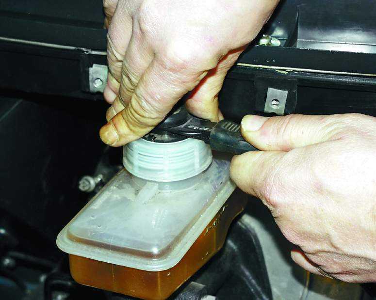 Фото №28 - замена тормозной жидкости 2110