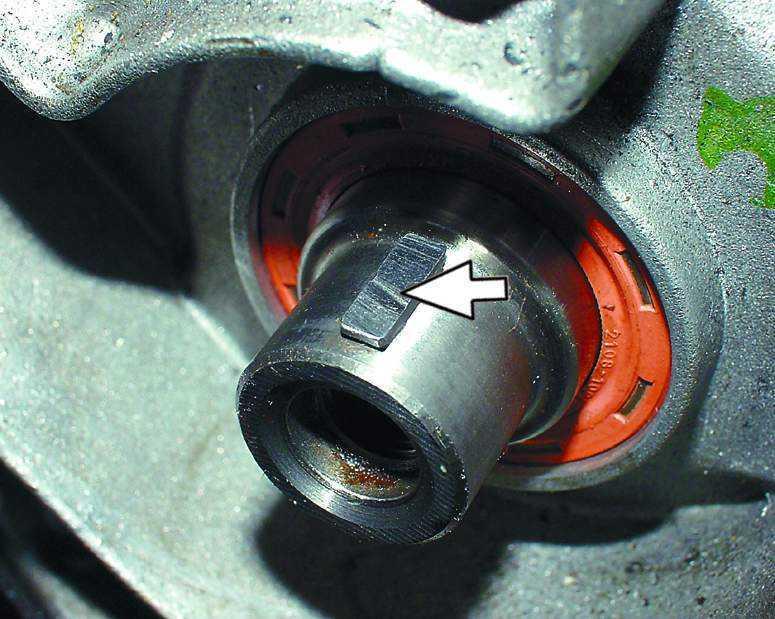 Фото №28 - как снять шкив коленвала ВАЗ 2110