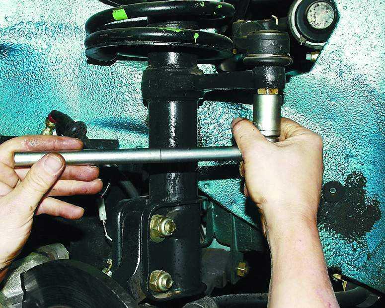 Замена рулевых тяг и наконечников своими руками