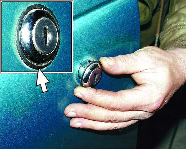Поменять личинку замка двери