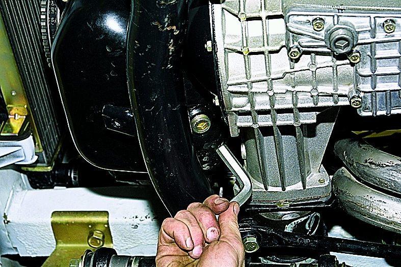 Нива шевроле замена масла в двигателе своими руками