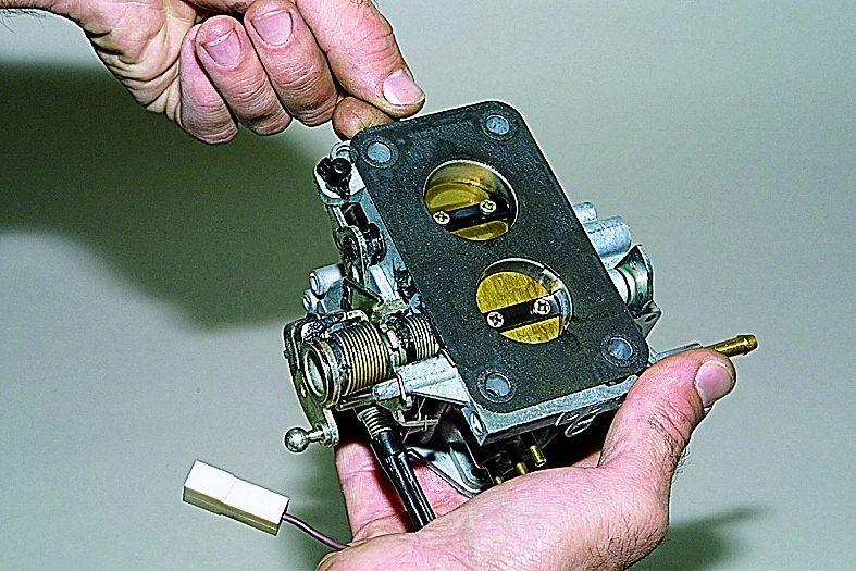 ВАЗ 21213 Снятие карбюратора с двигателя Нива