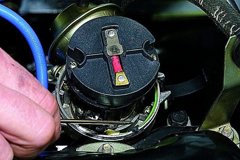 ВАЗ 21213 Снятие крышки датчика-распределителя зажигания Нива