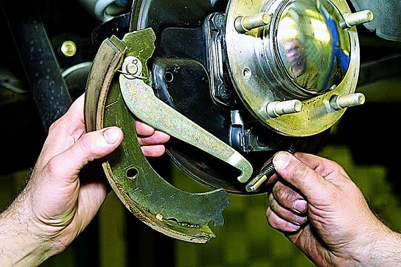 Замена тормозных колодок на ниве своими руками