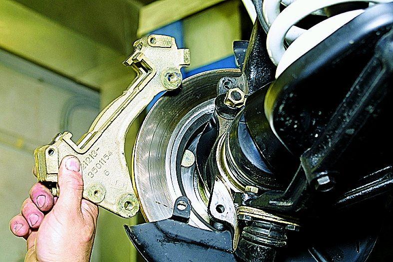 замена переднего тормозного диска ваз 21213