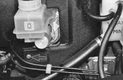 11.4 Снятие и установка шумоизоляционной обивки моторного отсека