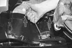 11.6 Снятие и установка подкрылка и защитного кожуха крыла