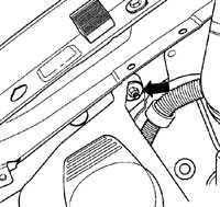 13.32.7 Снятие и установка бачков и насоса омывателя Volkswagen Golf IV