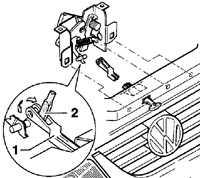 12.8 Снятие рычага блокировки капота Volkswagen Passat B5