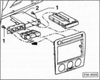 4.55.8 выключатели радио/узла управления системой отопления на консоли. Снятие